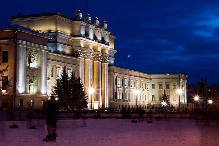 Академический театр оперы и балета: ночной кадр
