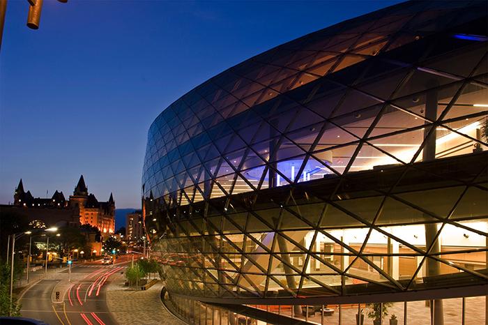 Конференц-центр в Оттаве, Канада: ночной кадр