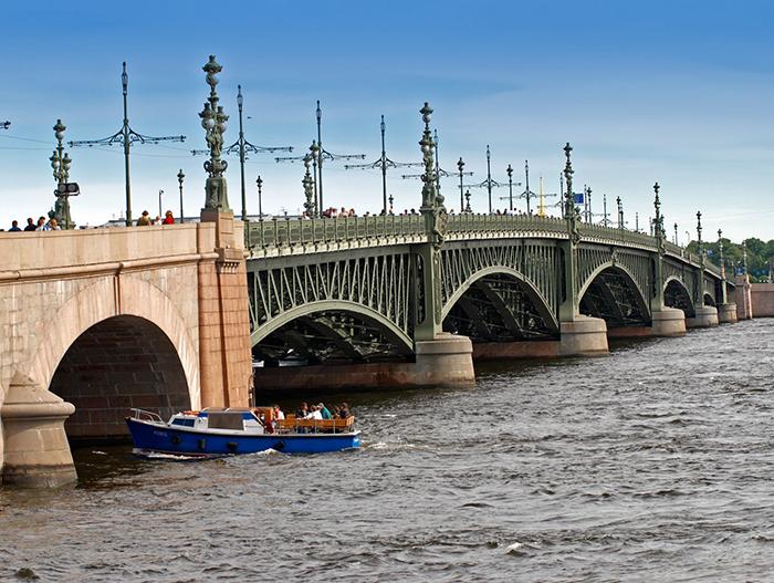 Дворцовый мост в Санкт-Петербурге, Россия