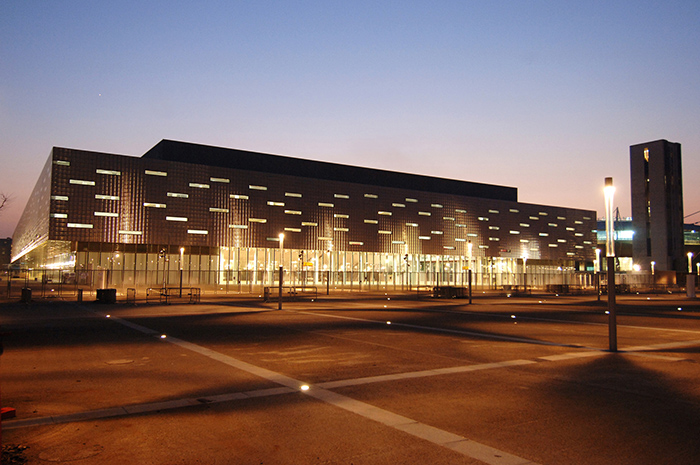 Олимпийская арена «Паласпорт Олимпико» в Турине вечером