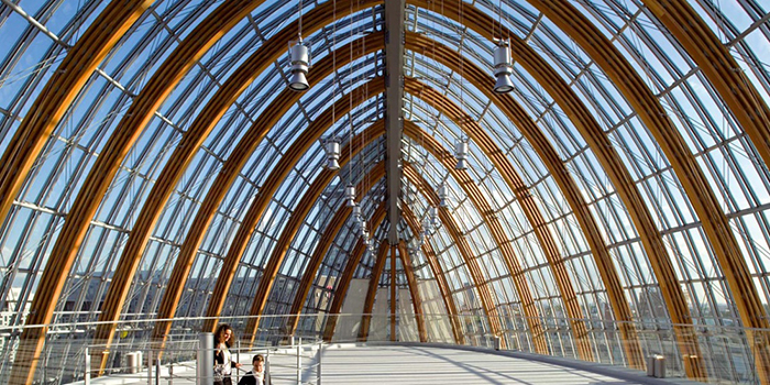 Здание фонда киностудии Pathe в Париже, Франция: интерьер галереи