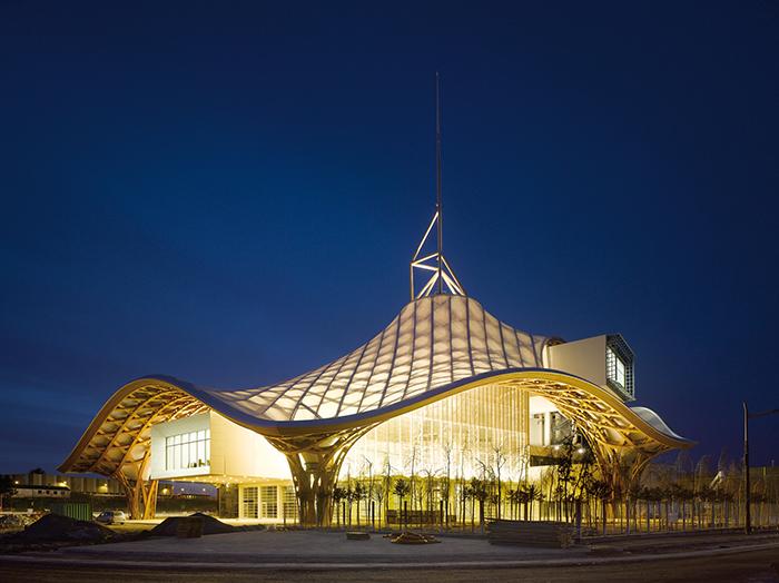Национальный центр искусства и культуры имени Жоржа Помпиду в Меце: ночной кадр