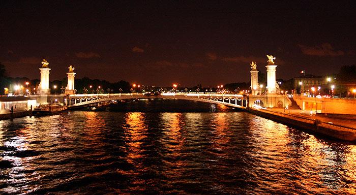 Мост Александра III в Париже: ночной кадр