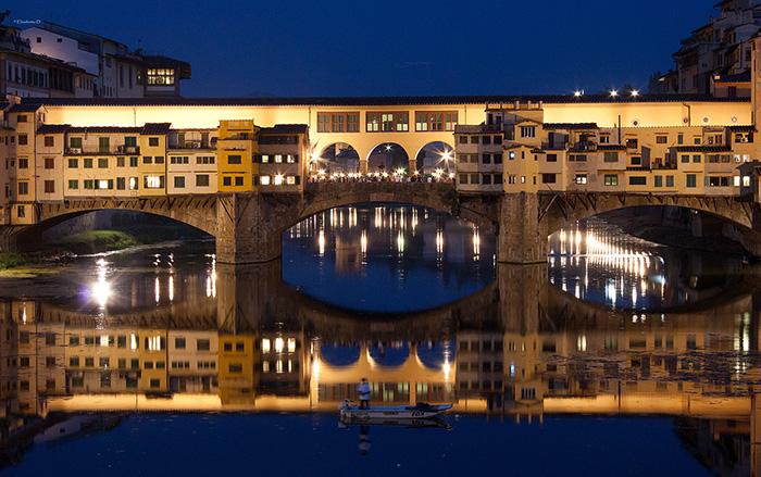 Мост 'Понте-Веккьо' во Флоренции: вечерний кадр