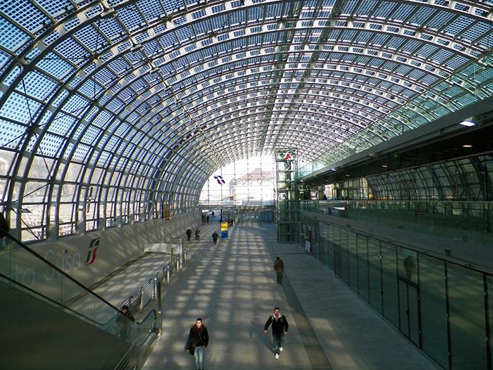 Железнодорожная станция Porta Susa в Турине: интерьер помещения