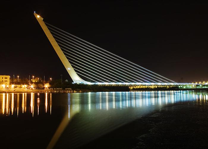 Мост 'Аламильо' в Севилье, Испания