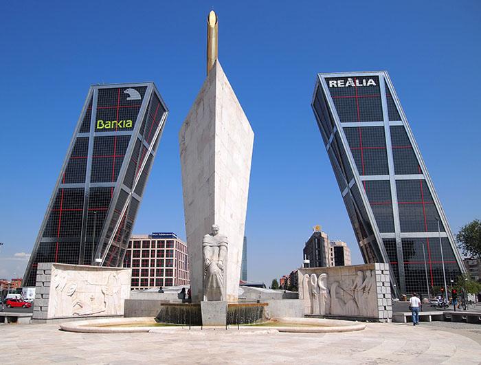 """Башни-близнецы """"'Ворота Европы' в Мадриде"""