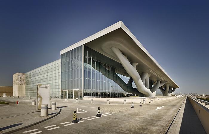 Национальный конференц-центр в Дохе, Катар: главный фасад