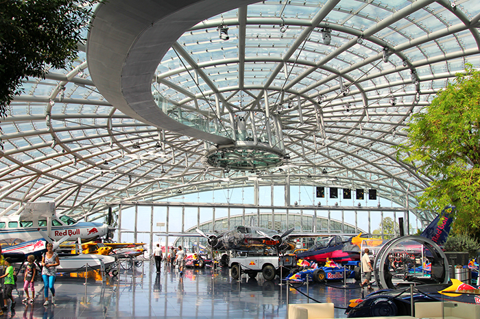 Выставочный павильон «Ангар-7» в Зальцбурге: интерьер помещения