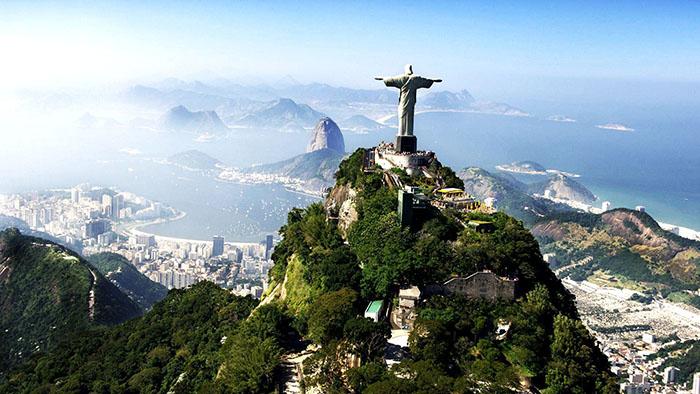 Статуя Христа-Искупителя на фоне панорамы Рио-де-Жанейро