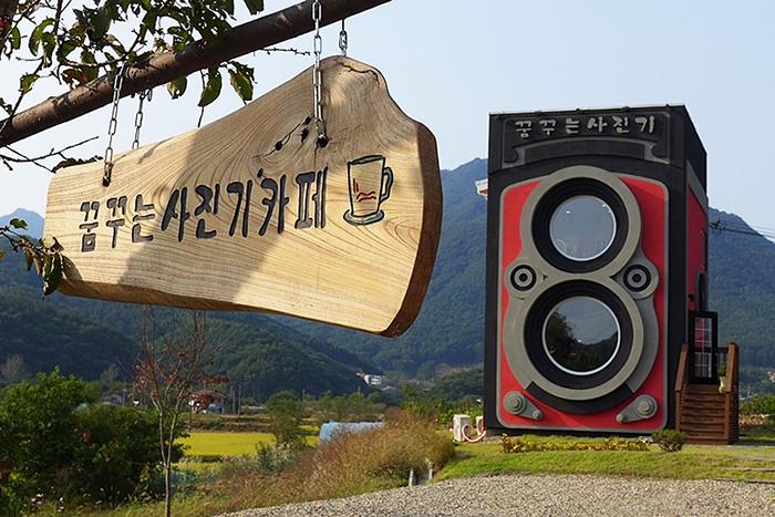 Кафе-музей в виде фотоаппарата Rolleiflex в Сеуле