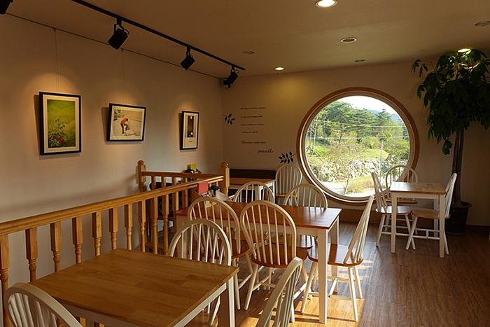 Кафе-музей в виде фотоаппарата Rolleiflex в Сеуле: интерьер помещения