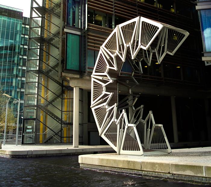 Мост Rolling Bridge в Лондоне, Великобритания
