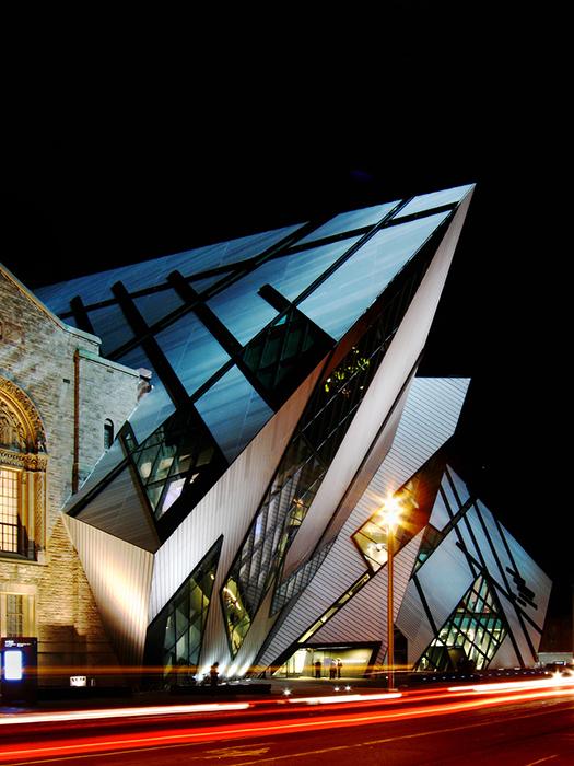 Королевский музей провинции Онтарио ночью