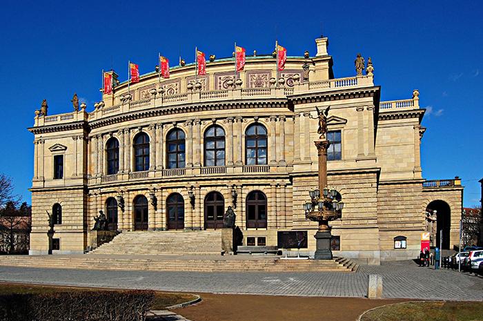 """Concertos e exposições, a """"Rudolfinum"""" em Praga, República Checa"""