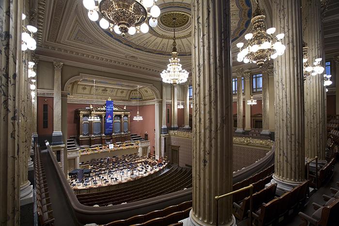 """Concertos e exposições, a """"Rudolfinum"""" em Praga: hall interior"""