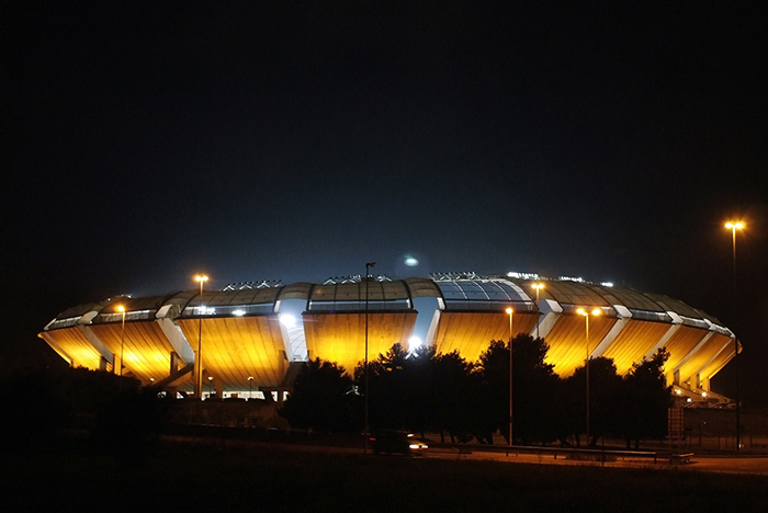Стадион «Сан-Никола» в Бари, Италия: ночной кадр
