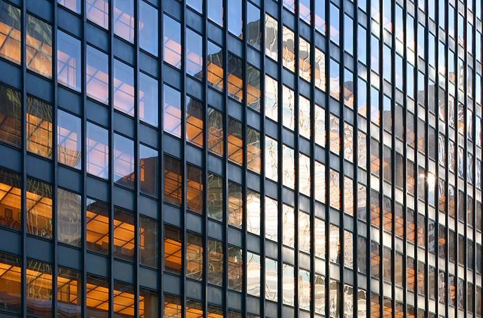 Фасад здания из тонированного стекла