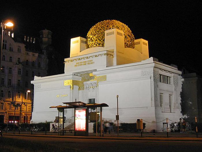 Выставочный павильон «Дом Венского сецессиона» в Вене: ночной кадр