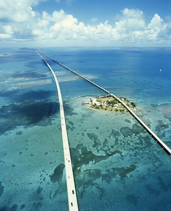 Мост '7 Миль' во Флориде с высоты птичьего полета