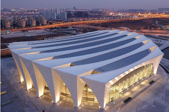Главное сооружение спортивного центра 'Восток'