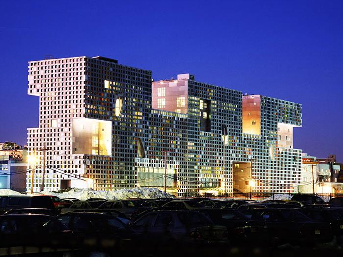 Студенческое общежитие Массачусеттского технологического института «Симмонс Холл» в Бостоне: ночной кадр