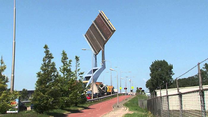 Подъемный мост 'Слауэрхофф' в Леувардене, Голландия