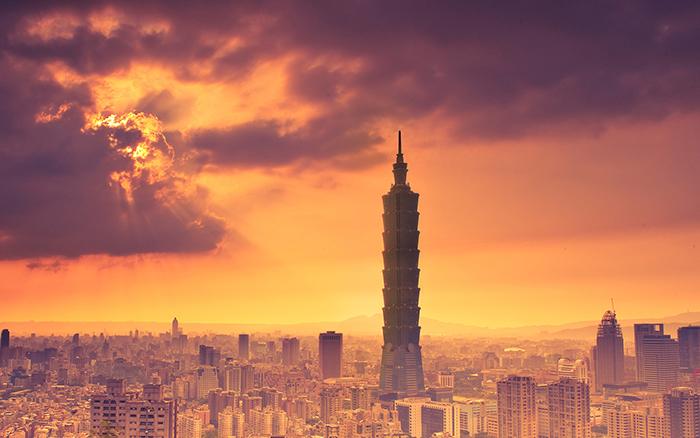 'Тайбэй 101' на фоне живописного заката