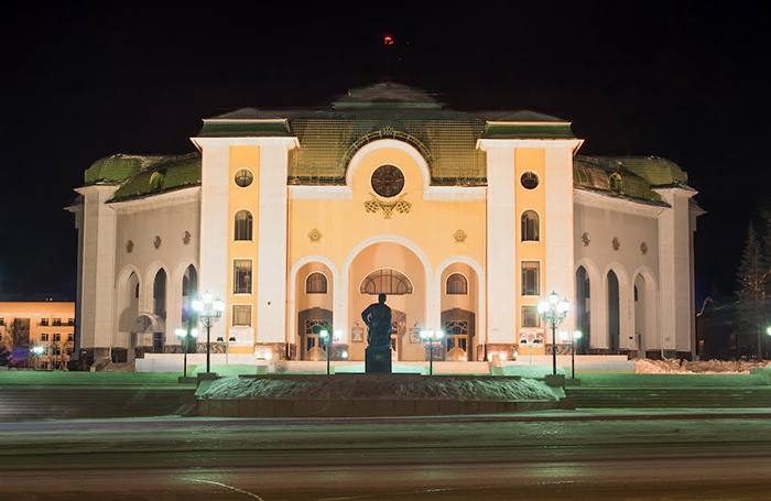 Башкирский театр драмы им. Мажита Гафури: ночной кадр