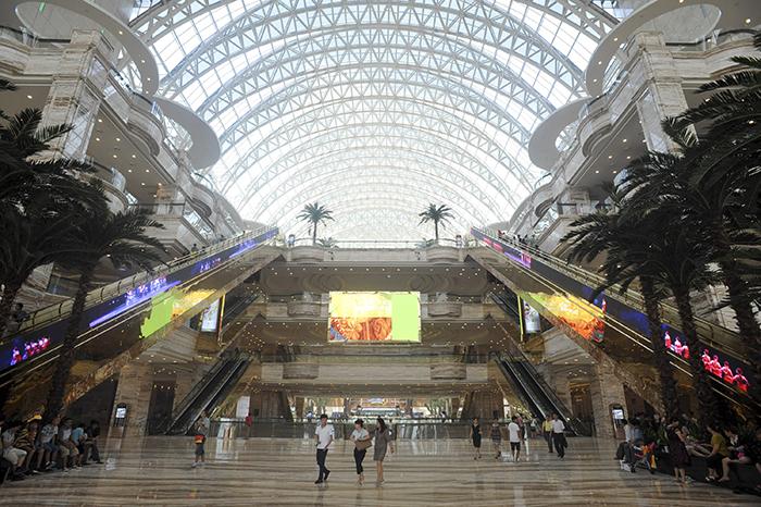 Интерьер центра 'Новый век'