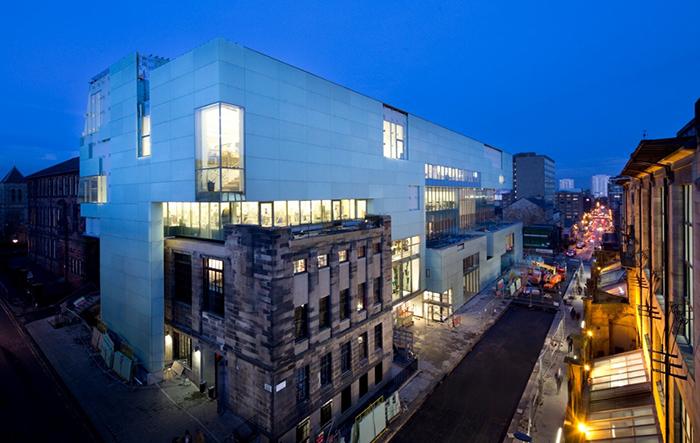 Корпус Рейд Школы искусств в Глазго, Шотландия: ночной кадр