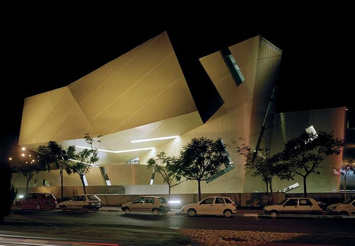 Студенческий центр 'Воль' университета Бар Илан в Рамат-Гане, Израиль: ночной кадр