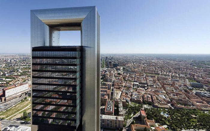 Торре Каха на фоне панорамы Мадрида