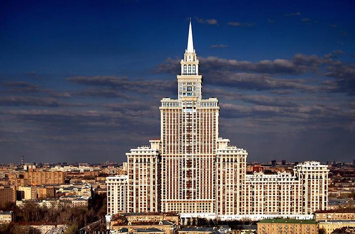 Жилой небоскреб Триумф-Палас в Москве.