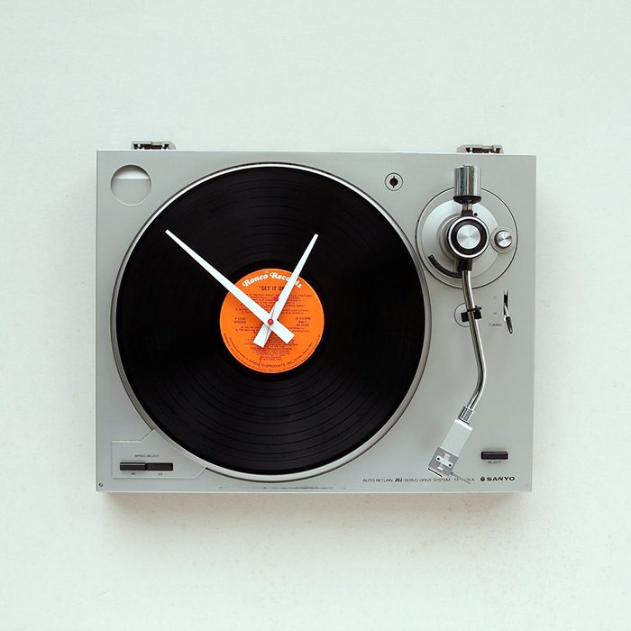 Часы в виде аудио-проигрывателя