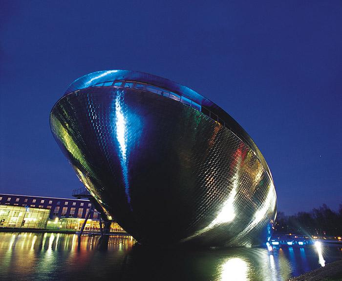 Интерактивный музейно-выставочный центр «Универсум» в Бремене: ночной кадр