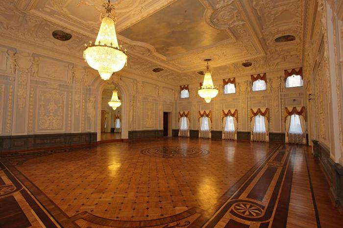 Музей-усадьба Рукавишниковых: интерьер экспозиционного зала