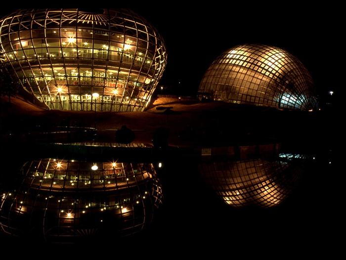 Фруктовый парк ночью