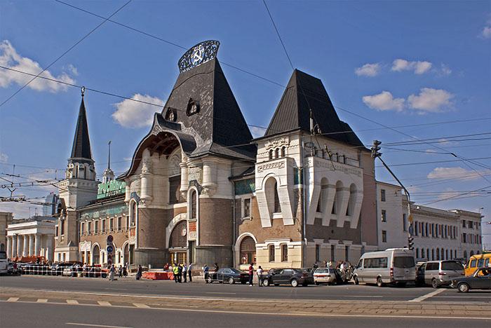 Ярославский вокзал на Комсомольской площади