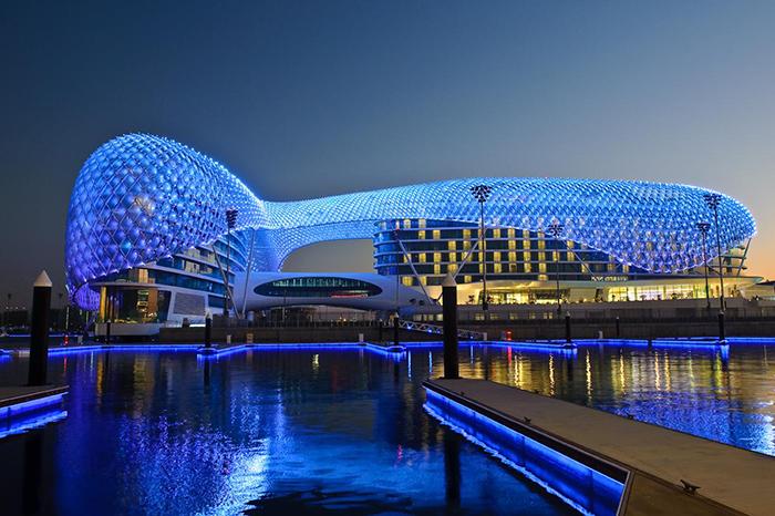 Отель Yas Viceroy в Абу-Даби