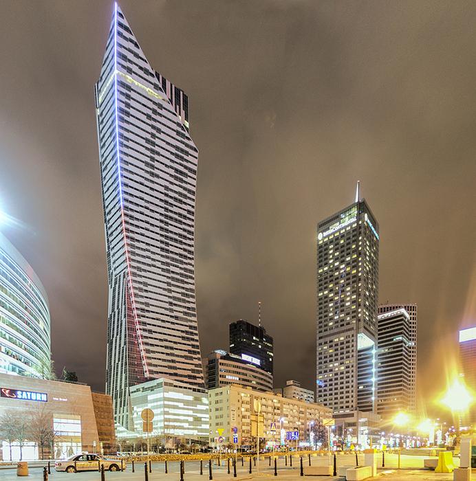 Жилой комплекс 'Злота 44' в Варшаве, Польша: вечерний кадр