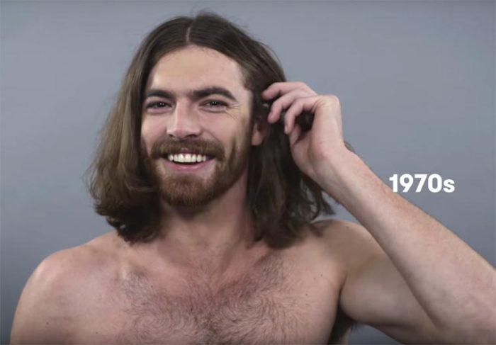 На моду семидесятых годов двадцатого века значительно повлияла культура хиппи, поэтому мужчинам нравилось ходить с длинными волосами.