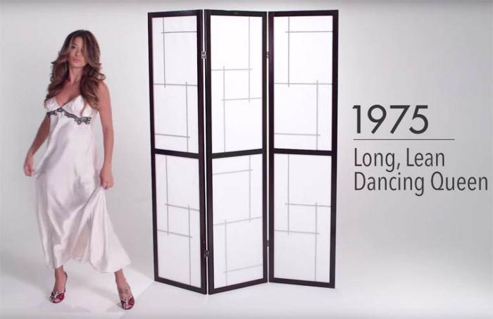 В 70-е годы ХХ века женское нижнее белье в основном шьют из шелка, который мягко и приятно скользит по телу.