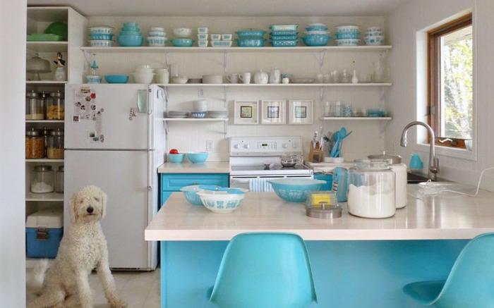 Есть несколько причин, по которым стоит задуматься об открытых полках на кухне.
