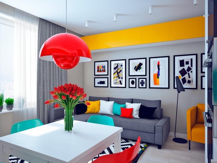 Открытое пространство совмещает кухню и гостиную.