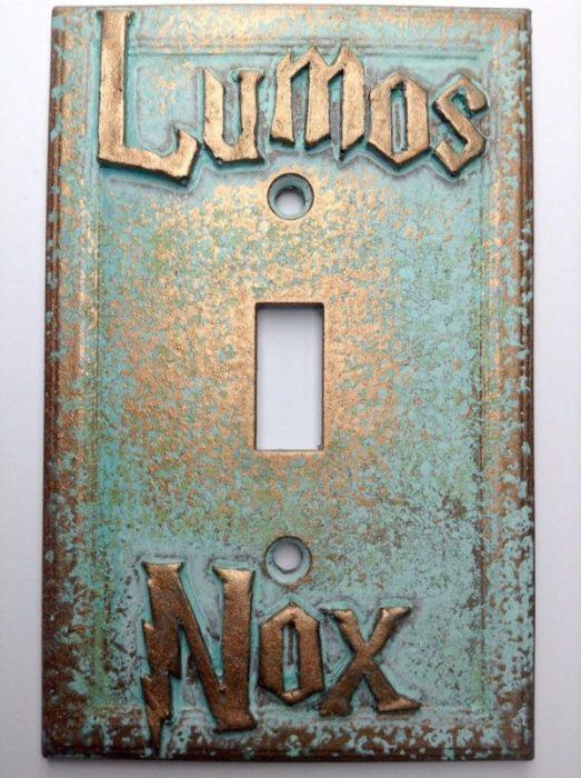 Переключатель света, созданный на основе магического заклинания «Люмос (Lumos) - Нокс (Nox)» из книг о Гарри Поттере (Harry Potter).