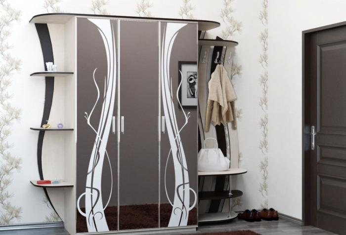 Шкаф прихожей - типичный пример мебели, которая считалась модной в конце прошлого столетия.