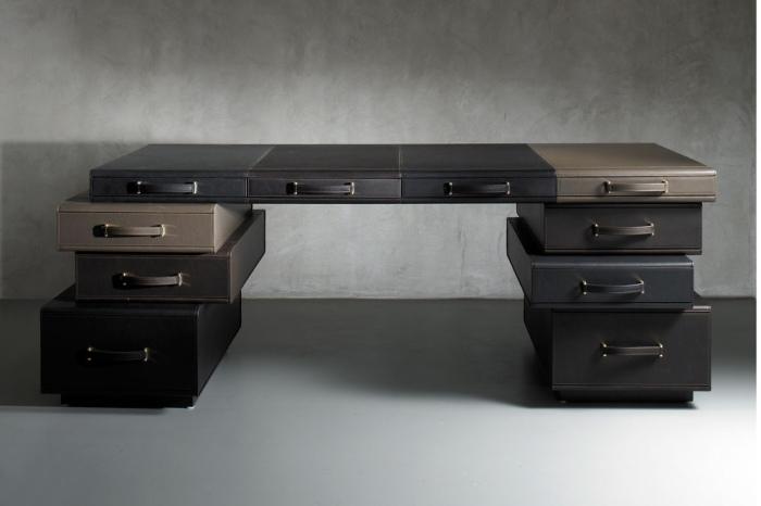 Стильный рабочий стол с ящиками в виде дорожных чемоданов.