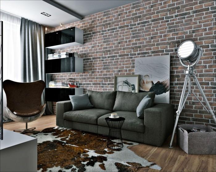 Кирпичная стена, необычное кожаное кресло и ковер из телячьей шкуры делают интерьер оригинальным.