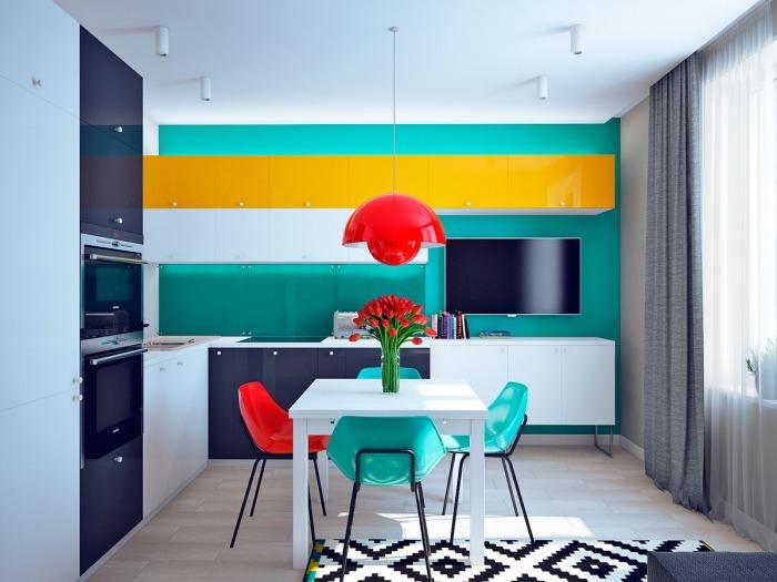 Гостиная и столовая, интерьер которых выполнен в стиле под названием «супрематизм».